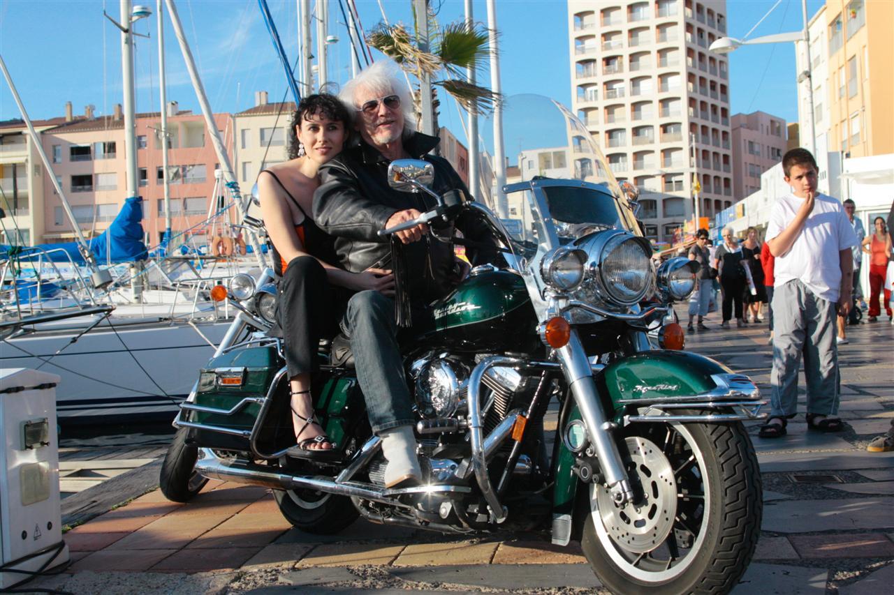 Ils ont posé avec une Harley, principalement les People - Page 20 Hugues-Aufray-2